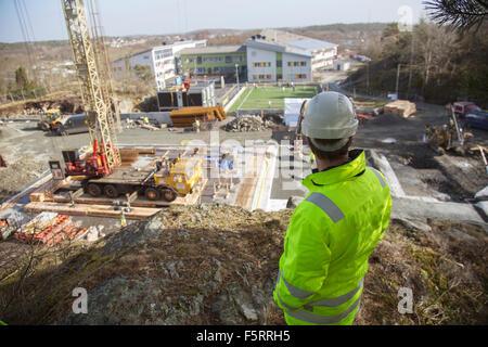 Schweden, Bohuslan, kantiger, Rückansicht des Arbeitnehmers stehen auf Baustelle - Stockfoto