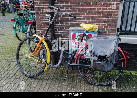 13. Januar 2014, sind Amsterdam, Niederlande bunte Fahrräder überall in der Stadt von Amsterdam, wie hier in dem - Stockfoto
