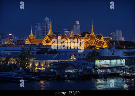 Der Großmeisterpalast in der Nacht. Bangkok, Thailand - Stockfoto