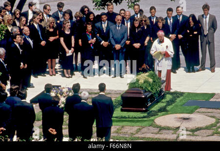 Arlington Virginia 23.05.1994 John seine Schwester Caroline Kennedy-Schlossberg, Präsident William Clinton und First - Stockfoto