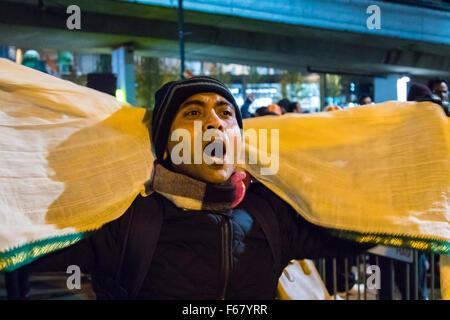 Wembley, London, UK. 13. November 2015. Inmitten hoher Sicherheitsmaßnahmen, Hunderte von Kashmiri Demonstranten - Stockfoto