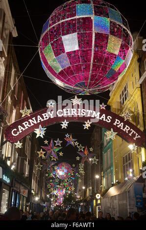 2015 Weihnachtsbeleuchtung auf der Carnaby Street, London, England, UK - Stockfoto