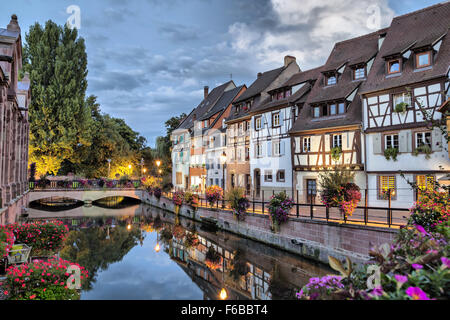 bunte traditionelle franz sische h user auf der seite der fluss lauch in petite venise colmar. Black Bedroom Furniture Sets. Home Design Ideas