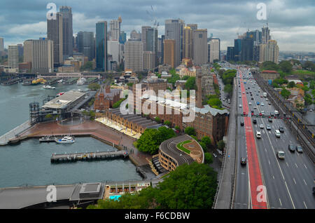 Sydney-Financial District-Ansicht von Harbour Bridge - Stockfoto