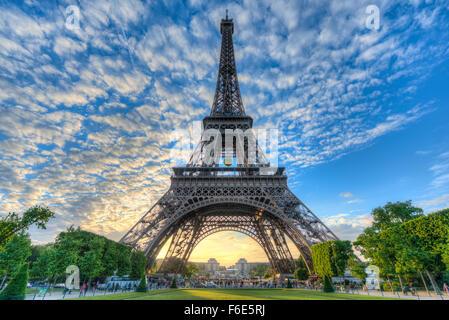 Abend Stimmung, Eiffelturm, Champ de Mars, Paris, Ile de France, Frankreich - Stockfoto