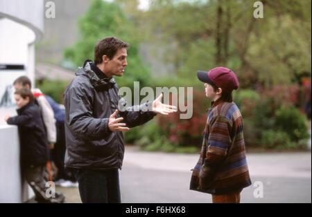 """5. August 2002; London, UK; Schauspieler HUGH GRANT und NICHOLAS HOULT Hauptrollen in """"About A Boy"""" - Stockfoto"""
