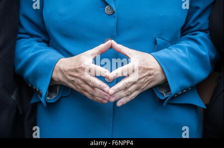 Datei - ein Archiv Bild vom 11. September 2015, zeigt die deutsche Bundeskanzlerin Angela Merkel (CDU) während einer - Stockfoto
