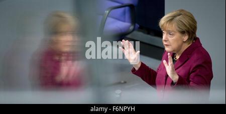 Datei - ein Archiv-Bild vom 15 Oktober 2015, zeigt die deutsche Bundeskanzlerin Angela Merkel (CDU) spricht während - Stockfoto