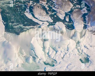 Niagara Falls im Winter, Niagara Falls State Park, New York, American Falls und Bridalveil Falls - Stockfoto