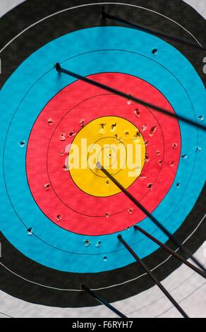 Pfeile in einem Ziel - Stockfoto