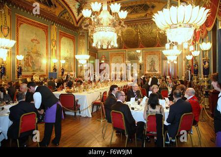 Ein corporate Dinner im Gange in der Hauptsalon am Gebäude Royal Pavilion in Brighton, UK. - Stockfoto