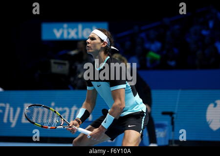 London, UK. 21. November 2015. Barclays ATP World Tour Finals, Rafael Nadal (ESP) während seines Spiels mit Novak - Stockfoto