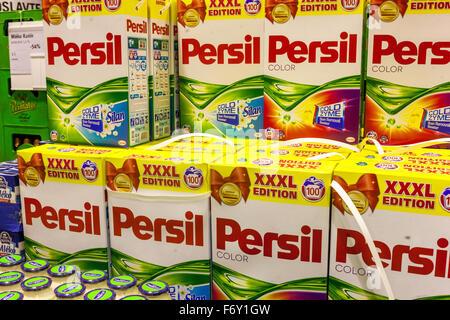 Persil Waschpulver auf einem Supermarktregal