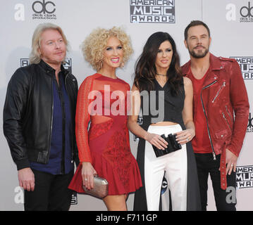 Los Angeles, USA. 22. November 2015. Philip Sweet, Kimberly Schlapman, Karen Fairchild und Jimi Westbrook von Little - Stockfoto