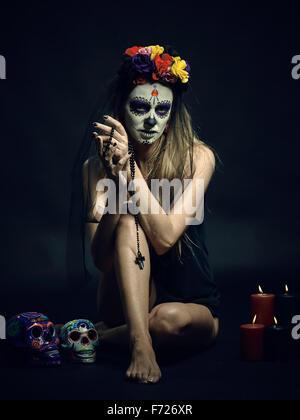 La Muerte. Klassische mexikanische Tag des Todes Make-up - Stockfoto