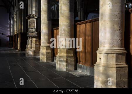 Grabstein Etage der mittelalterliche alte Kirche/Oude Kerk in Amsterdam, Niederlande. - Stockfoto