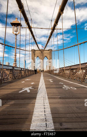 Fußgängersteg über die Brooklyn Bridge, New York, USA - Stockfoto