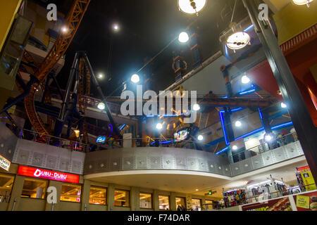 Achterbahn im Einkaufszentrum - Stockfoto
