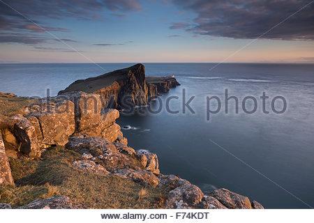 Abendlicht auf dem Leuchtturm am landschaftlich Point, Isle Of Skye, innere Hebriden, Schottland - Stockfoto