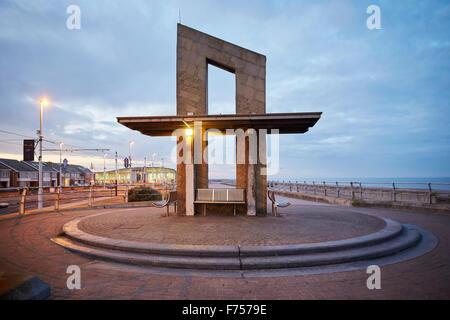 Blackpool Promenade direkt am Meer South Shore Lancashire England UK GB Platz und Unterschlupf auf Blackpool Promenade - Stockfoto