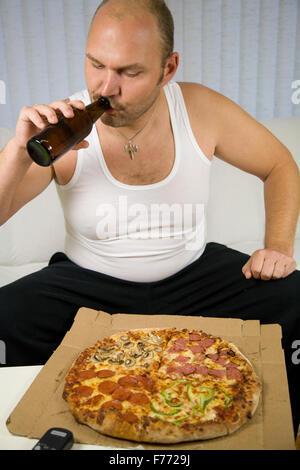Vorbereitung auf die Pizza zu essen - Stockfoto