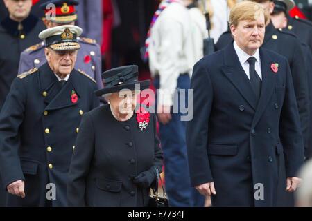 HM König Willem-Alexander der Niederlande, gefolgt von den anderen Mitgliedern der britischen Königsfamilie, vorbei - Stockfoto