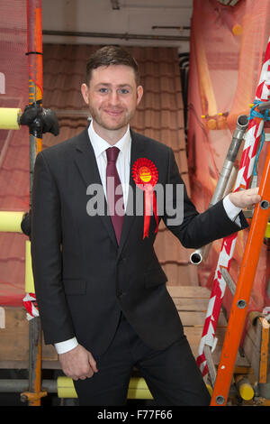 "Royton, Manchester, UK. 26. November 2015. Labour Party MP Kandidat für Oldham West & Royton, Cllr James ""Jim"" McMahon - Stockfoto"