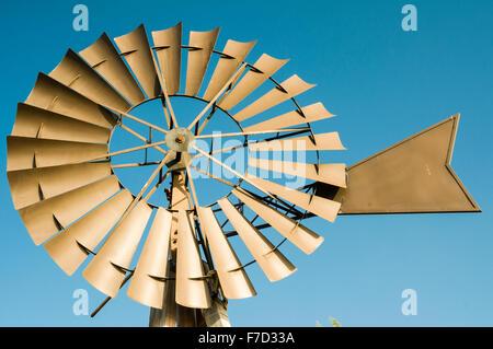 Spanische Windmühle Turbine auf einem abgelegenen Bauernhof - Stockfoto