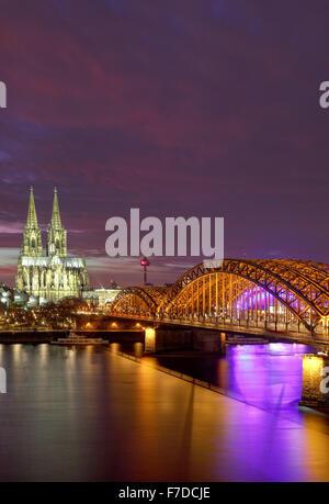 Kölner Dom und Hohenzollernbrücke, Köln, Deutschland, Europa - Stockfoto