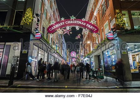 Weihnachtsbeleuchtung in der Carnaby Street, London - Stockfoto
