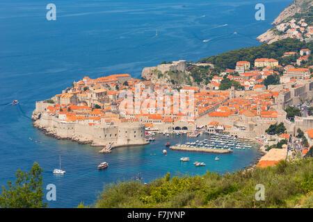 Dubrovnik, Dubrovnik-Neretva County, Kroatien.  Überblick über die Altstadt und den Hafen. - Stockfoto