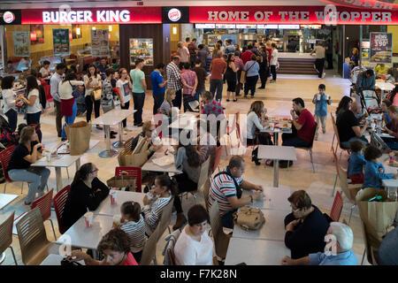Fuengirola, Costa Del Sol, Provinz Malaga, Andalusien, Südspanien.  Parque Miramar Shopping Centre.  Burger King - Stockfoto