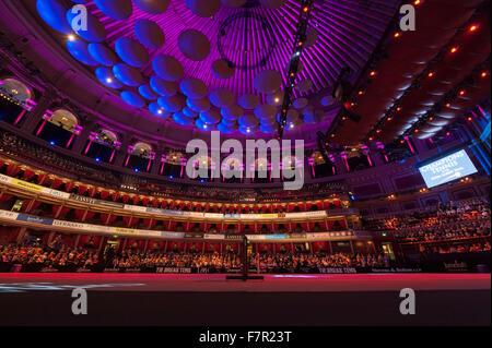 Royal Albert Hall, London, UK. 2. Dezember 2015. Champions Tennis startet am 2. Dez. bis 6. Dez. Zuschauer Fernando - Stockfoto