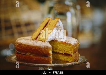 Kuchen zum Verkauf in der Küche Cafe bei Allan Bank und Grasmere, Cumbria. Allan Bank ist teilweise restauriert - Stockfoto