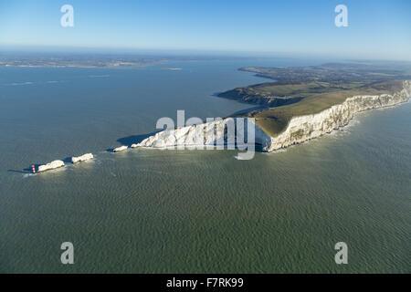 Eine Luftaufnahme der Nadeln alte Batterie und neue Batterie und Tennyson Down, Isle Of Wight. - Stockfoto