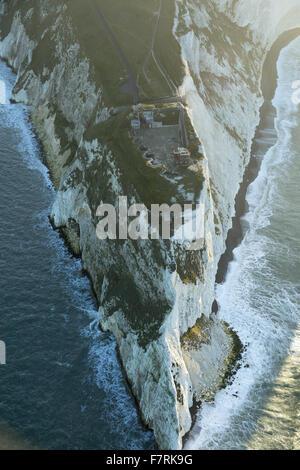 Eine Luftaufnahme der Nadeln alte Batterie und neue Batterie, Isle Of Wight. - Stockfoto