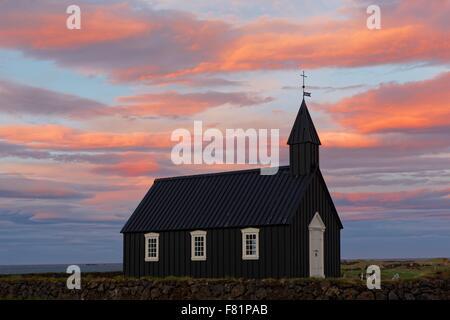 Der berühmte schwarze Kirche von Budir auf die Snaefellsnes Halbinsel in Island. - Stockfoto