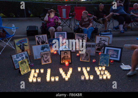 Nachtwache bei Elvis Woche, Graceland, Memphis, Tennessee, USA - Stockfoto