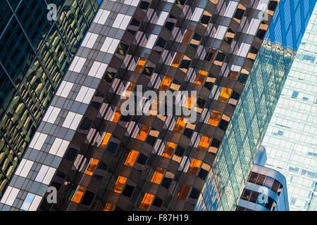 Abstrakte Sicht eines gläsernen Turm und Reflexionen in Vancouver - Stockfoto