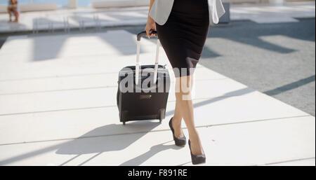 Frau auf Geschäftsreise gehen