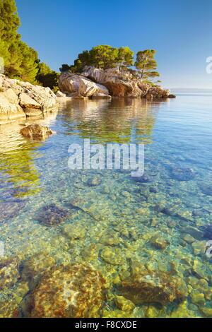 Strand in Dorf Brela, Makarska Riviera, Kroatien, Europa - Stockfoto