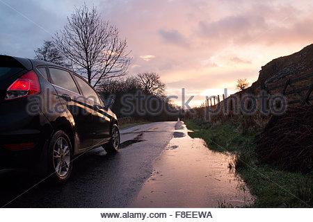 Holwick, Middleton-in-Teesdale Road, Co Durham Großbritannien 9. Dezember 2015 geht die Sonne auf einem anderen - Stockfoto