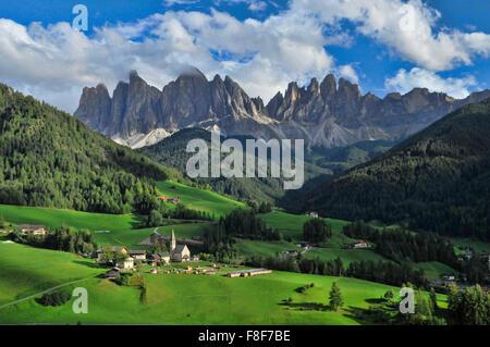 Die schöne STA Magdalena in Val di Funes, Dolomiten, Tirol, Italien - Stockfoto