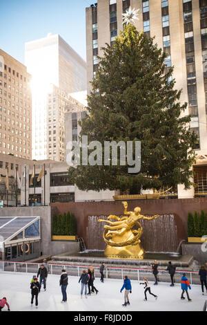 Weihnachten new york rockefeller plaza weihnachtsbaum und eislaufbahn stockfoto bild 27011589 - Weihnachtsbaum rockefeller center ...
