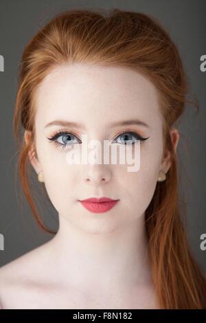 Porträt einer schönen rothaarigen Frau. - Stockfoto
