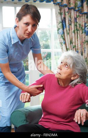 Pflegedienst Misshandlung Seniorin - Stockfoto