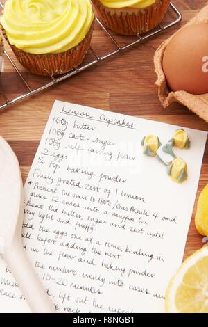 Rezept und Zutaten für das Backen von Cupcakes - Stockfoto