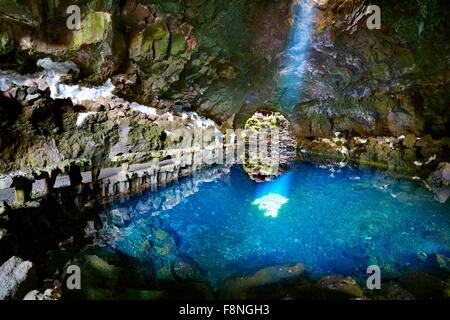 Insel Lanzarote, Jameos del Aqua, See in vulkanischen Höhle, Kanarische Inseln, Spanien - Stockfoto