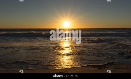 Sonnenuntergang über Meer, Cape Town, Western Cape, Südafrika - Stockfoto