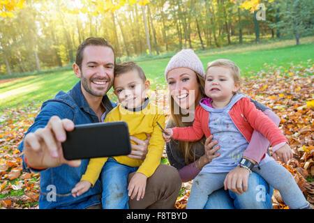 Familie, die eine selfie - Stockfoto